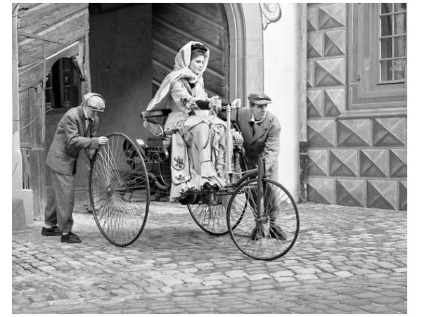 first car image with Bertha Benz driving